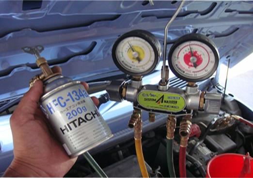 エアコン 補充 ガス の 車
